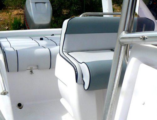 Remise à neuf des sièges extérieurs de ce bateau