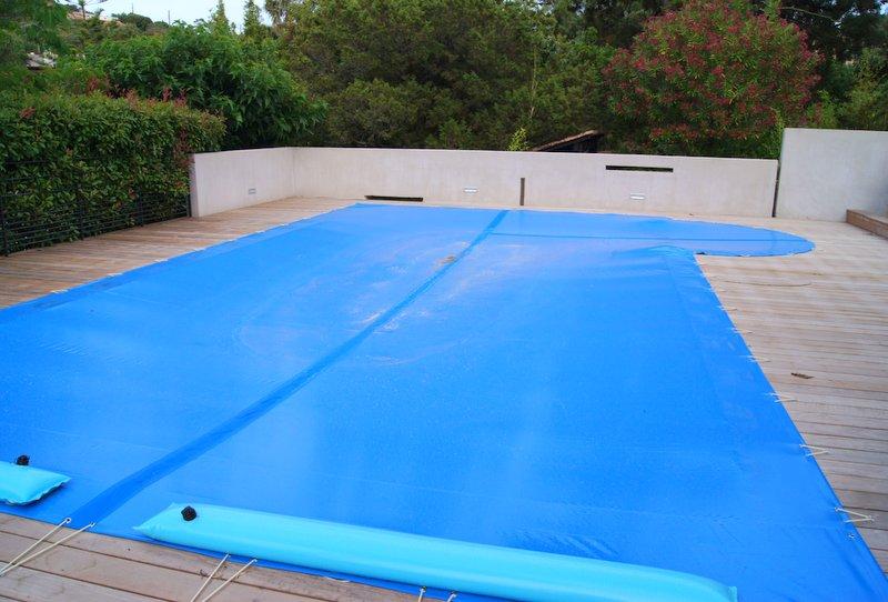 B che de protection de piscine corse voilerie sellerie - Bache protection piscine ...